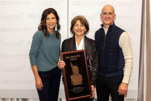 Photo of Governor Noem, Susan Johnson, and Secretary Hagen